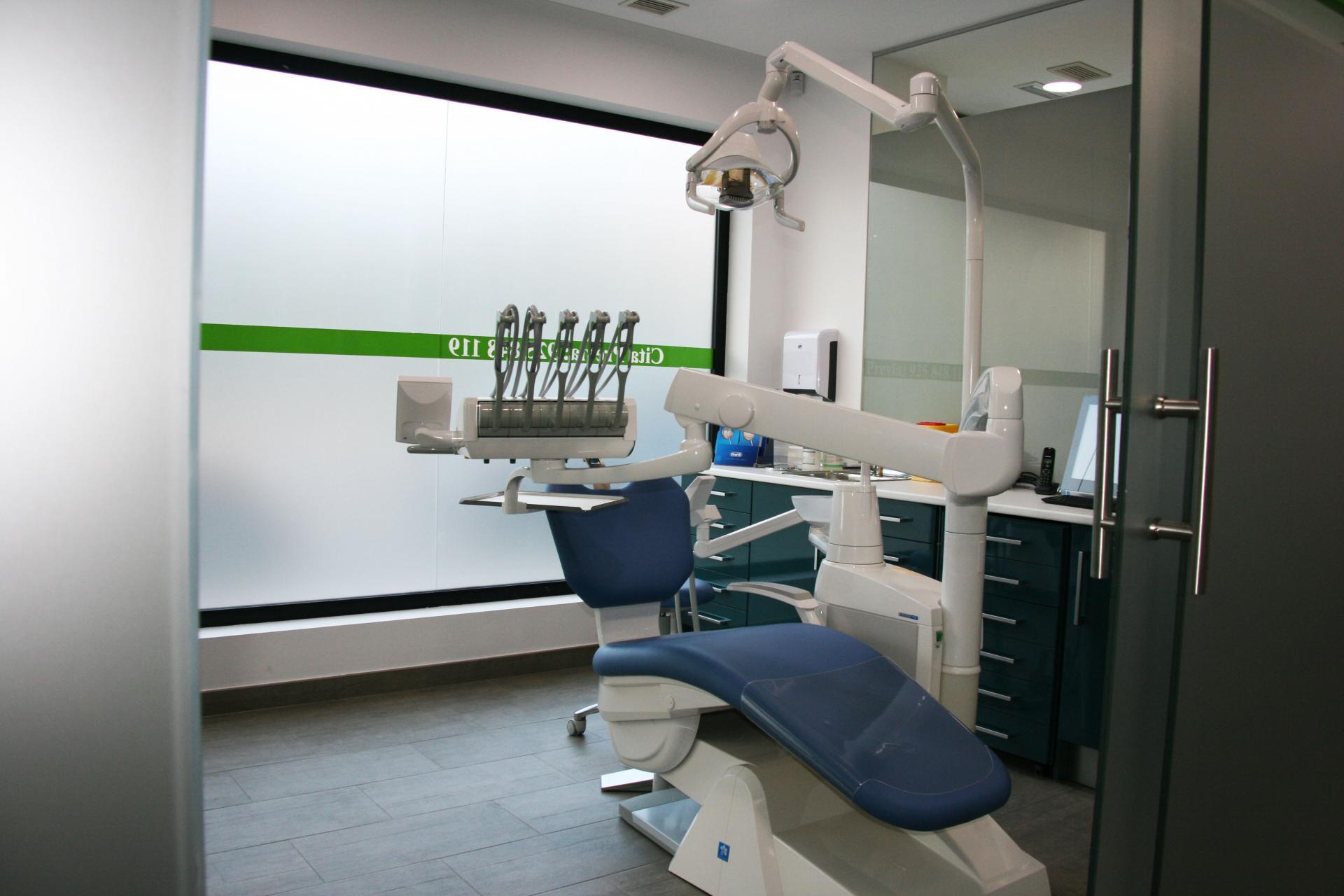 Contactar cl nica dental for Clinica dental el escorial